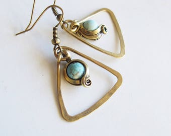 Earrings ethnic triangles - antique brass - turquoise - hammered-