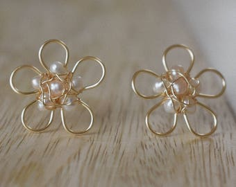 Freshwater pearl and Gold Flower
