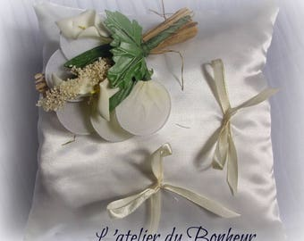 ring pillow in Duchess satin in ivory color with flowers