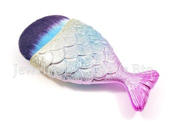 Mermaid Tail Makeup Brush, Mermaids Cosmetic Brushes, Fish Scale Brushes, Synthetic Face Brush - 1 Piece - Rainbow