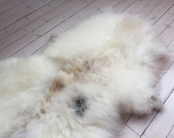 Decorative Sheepskin rug supersoft rugged throw from Norwegian norse breed medium locke length sheep skin white brown 18028