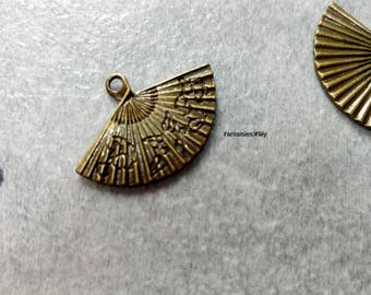 (BB1) Set of 2 Japanese fan Charms 24mm bronze color metal.