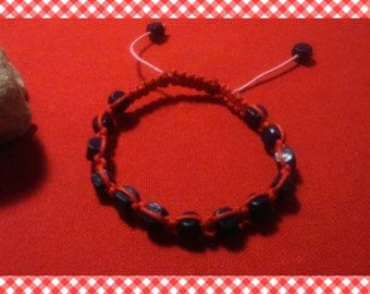 Pretty red beads macrame bracelet in Eggplant/black wood