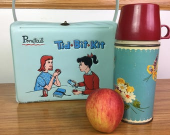 Vintage American Thermos Products Company, 1959, Tid Bit Kit with Thermos