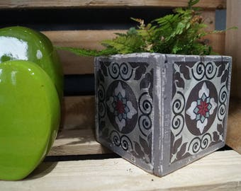 Plaid grey cement planter