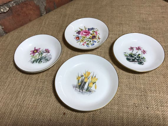 Royal Worcester English Bone China Floral Pin Dishes   4 Pretty Trinket Dishes   Ring Dish   Collectible China