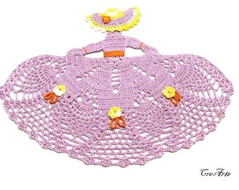 Crochet Crinoline Lady Doily in Purple, Dama uncinetto