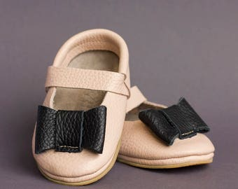 SALE!!! Mary janes with rubber sole Size 12-18 months