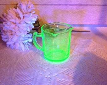 Vintage Green Glass Measuring Cup Kelloggs Measuring Cup Uranium Vaseline Glass Glows Glass Collectible
