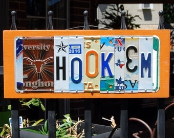 HOOK'EM - University of Texas Longhorns license plate sign / tailgating/alumni/graduation gift
