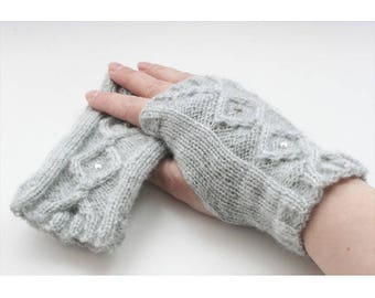 Pearl gray mittens to knit Kit