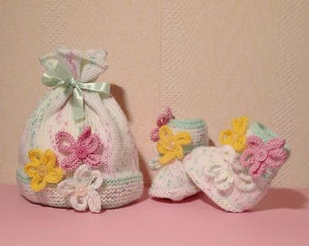 Set Hat booties spring size 1/3 months in Heather and green flowers