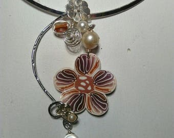 Silver sand on metal cap Flower necklace