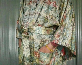 Majestic pale green authentic silk robe, made in Hong Kong