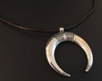 Lace in brown leather and half moon pendant / silver Horn