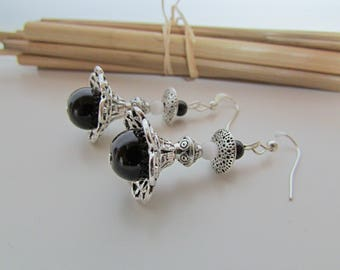 Earring hook and bead silver plated brass, black and white glass bead – ref50