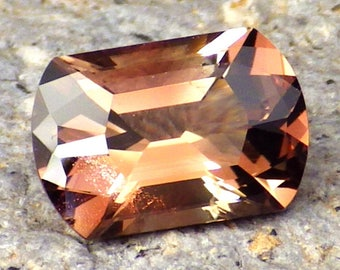 Copper-Peachy-Green Oregon Sunstone 2.33 Ct Clarity VS2-Natural Untreated-Perfect Faceting-For Beautiful Jewelry!