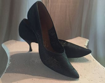 1960's Stiletto Pumps Black Woven Fabric- Pointy Toe - Size 10 Vintage Socialites