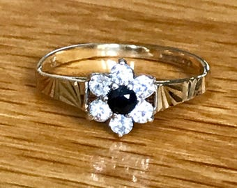 SALE*** sparkling vintage 9ct gold sapphire and CZ flowerhead ring