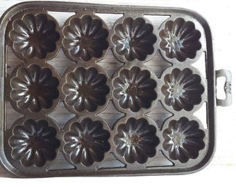 Vintage Circa 1900 Blacklock Foundry (Pre Lodge)  or Early Lodge Shell Gem, Muffin Pan, Turks-Hat No. 20. Very-Nice-Cond. Cast Iron Pan.