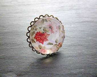 Bague ronde dentelle cabochon fleurs