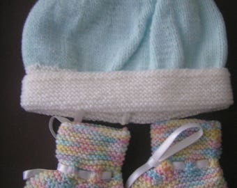 Booties and matching accessory for baby 0/1 month