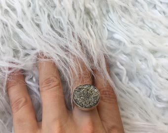 Silver color with gleam stone geode ring, real silver ring, women's amazing ring, big stone geode, vintage, handmade, size-universal.