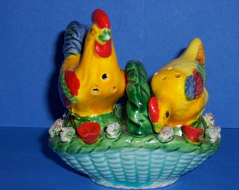 Vintage 1950's Rooster and Chicken Salt and Pepper Shakers, 3 Piece Shaker Set, Vintage Shakers
