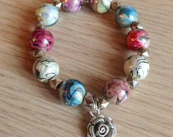 Bracelet with metallic beads and pink
