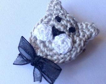 Handmade crochet brooch with gray cat