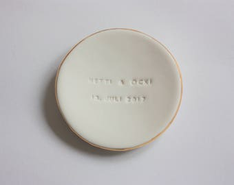 Porcelain Ring Bearer with 18K Gold Luster or PlatinLuster - Wedding Ring Holder Dish Personalised