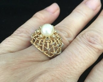 SPRING SALE Vintage 50s Gold Tone Pyramid Ring w/ Pearl on top and small Rhinestomes