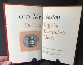 Old Mr. Boston De Luxe Official Bartender's Guide, Hardcover, 1970 Edition