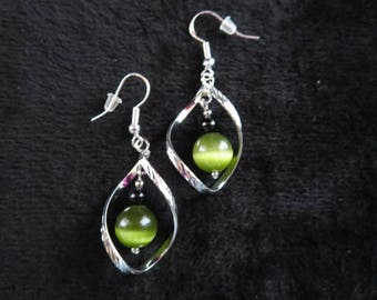 Earrings twisted with green cat's eye beads