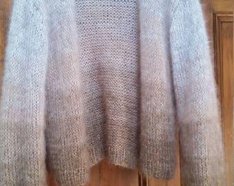 Short verschlussloses Jäckhen from mohair beige grey silk with a gentle gradient size 34-36