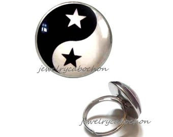 Ring yin yang star glass cabochon black and white silver color 18mm