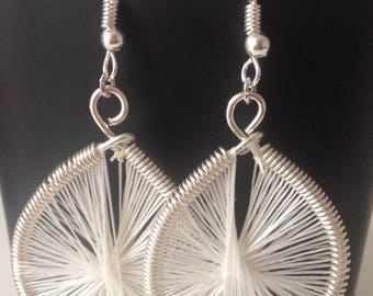 Peruvian earring drop white