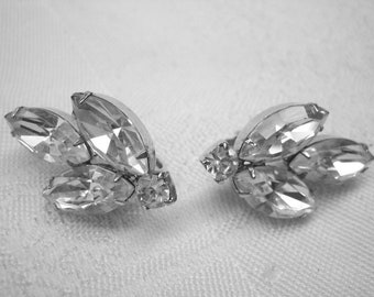 Vintage Stunning Weiss Rhinestone Clip on Earrings