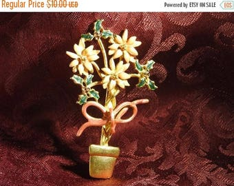 ON SALE stunning vintage gold plate and enamel christmas poinsettia brooch