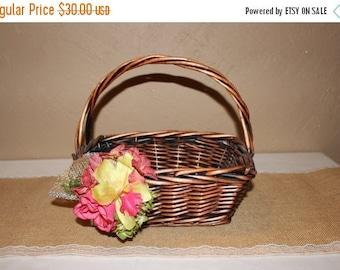 ON SALE Rustic Wedding Basket / Rustic Wedding Favor Basket / Rustic Wedding Decor