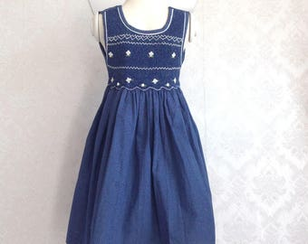 Sleeveless dress smock blue with white polka dots