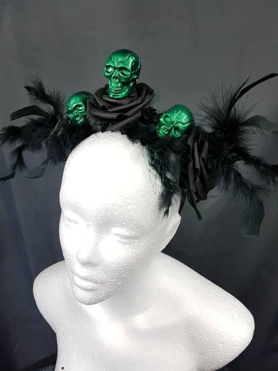 SALE Gothic halloween green skull and black roses headpiece / grüne Totenschädel Rosen headpiece