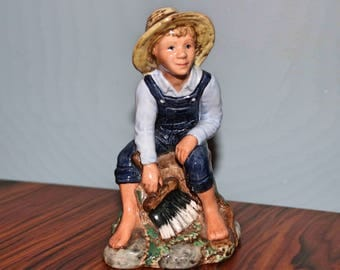 Rare Royal Doulton 'Tom Sawyer' Figurine HN2926  In perfect condition