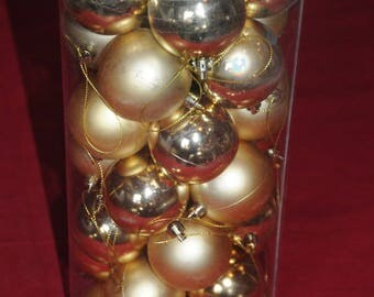 Christmas ornament: a Set of 35 balls gold