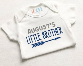 Little brother sister personalized bodysuit, take home outfit, baby shower gift, baby girl boy, T-shirt, blue pink grey, arrow, siblings big