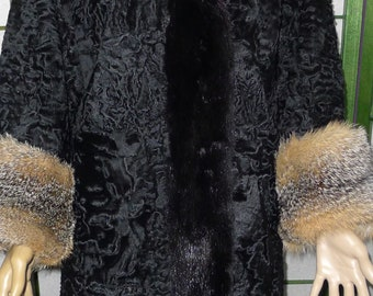Great vintage prairie fox fur coat cuffs, in very good  condition.