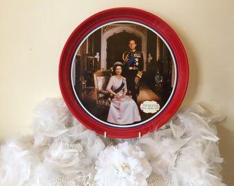 Vintage The Queen's silver Jubilee 1977 tray - Queen Elizabeth II red metal tray, collectibles Royalty Elizabeth II decorative tray 1977