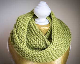 Lily handknitted snood in Apple Green