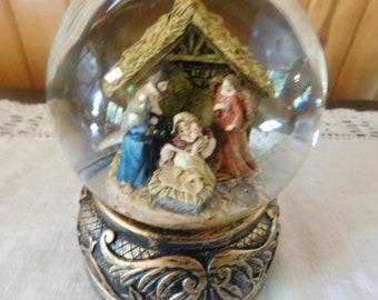 Vintage Nativity Jesus Birth Snow Globe; Antiqued Brass Color Ornate Bottom; Musical