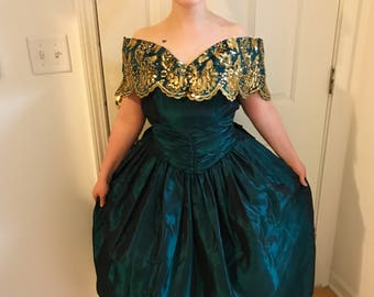 Beautiful vintage Jessica McClintock emrald green gown, off the shoulder with gold sequins and embroidery.